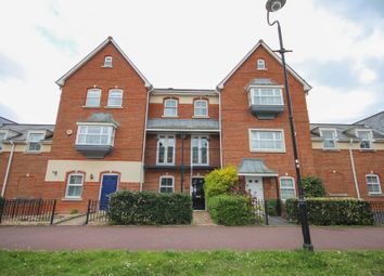Thumbnail 4 bed town house to rent in Turners Avenue, Elvetham Heath, Fleet