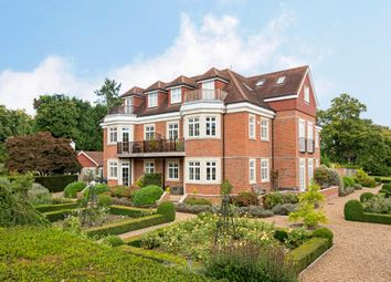 Thumbnail 2 bedroom flat to rent in Flanchford Road, Reigate