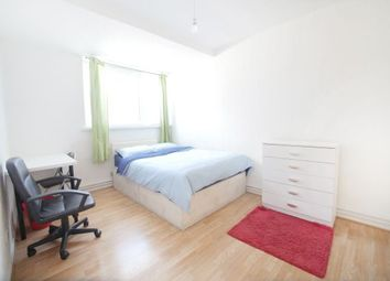 Thumbnail Room to rent in Wager Street 48, Mile End