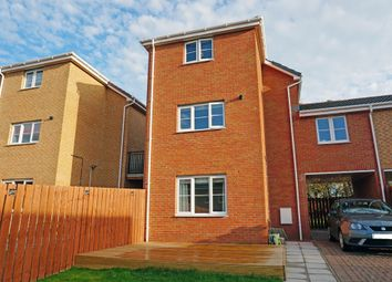 Thumbnail 3 bed town house for sale in Mckinley Court, Gamekeepers Wynd, East Kilbride