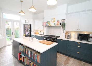 Thumbnail Property for sale in Chimes Avenue, Palmers Green, London
