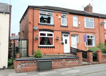 Thumbnail 3 bed town house for sale in Fields New Road, Chadderton, Oldham