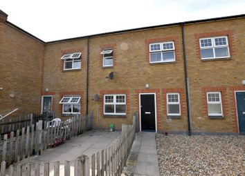 Thumbnail 1 bed flat to rent in Marketfield Road, Redhill