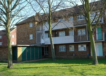 1 bed flat to rent in Padnall Road, Romford RM6