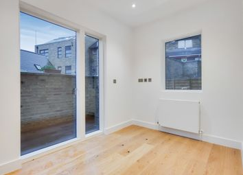 Deptford Broadway, London SE8. 3 bed flat
