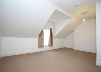 3 bed flat to rent in Ferme Park Road, London N4