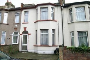 4 bed detached house to rent in Mayville Road, Ilford IG1