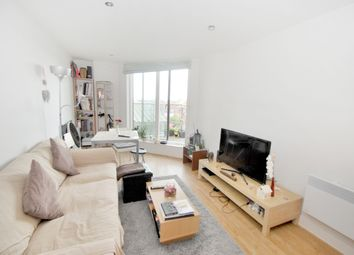 Thumbnail 1 bed flat to rent in Merchants Place, Reading