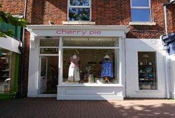 Thumbnail Commercial property to let in Ladies Fashion / Clothes Shop, Clifton Street, Lytham, Lancashire