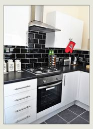 4 bed shared accommodation to rent in Rockingham Road, Wheatley DN2