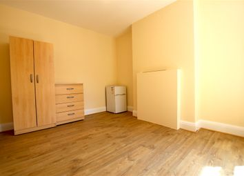 Thumbnail Room to rent in The Broadway, Wood Green