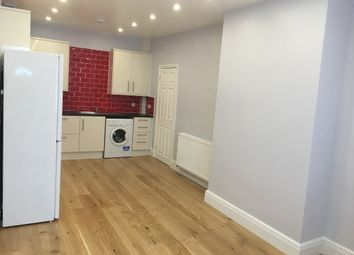 Thumbnail 2 bed flat to rent in Green Street, Enfield
