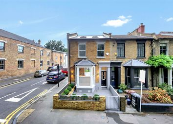 Thumbnail 3 bed town house to rent in Victoria Park Road E9, London