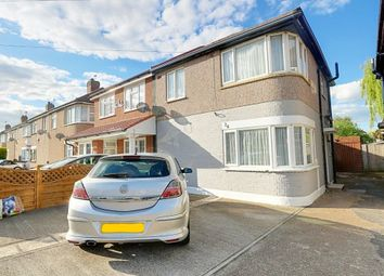 Thumbnail 2 bed town house for sale in Chaucer Avenue, Hayes