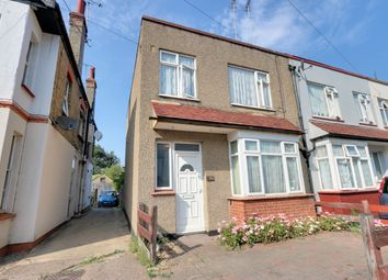 Fairfax Drive, Westcliff-On-Sea SS0. 3 bed semi-detached house