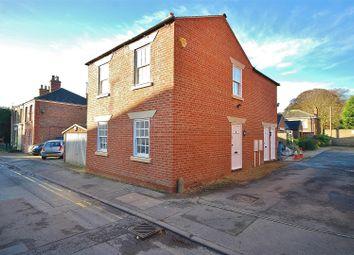 2 bed flat to rent in Albert Street, Holbeach, Spalding PE12