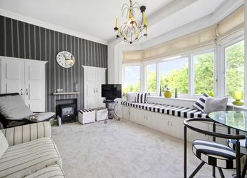 Thumbnail 1 bedroom flat to rent in Monument Green, Weybridge