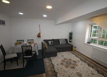 Thumbnail 1 bed flat to rent in Beechey House, Watts Street, Wapping