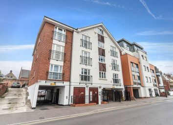 2 bed flat for sale in Lyons Crescent, Tonbridge TN9