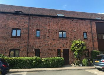 3 bed flat to rent in The Greaves, Sutton Coldfield B76