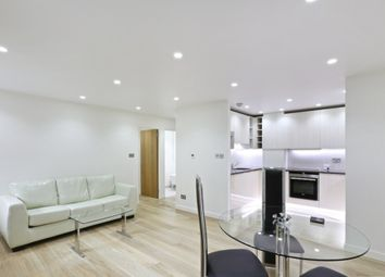 Thumbnail 1 bed flat to rent in Pier House, Cheyne Walk, London