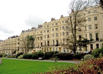 3 bed flat to rent in Brunswick Square, Hove BN3