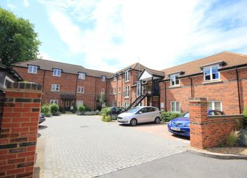 Thumbnail 2 bed flat for sale in Crown Place, Reading