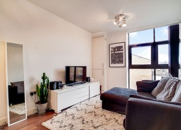 2 bed maisonette to rent in North End Road, Fulham Broadway, London SW6