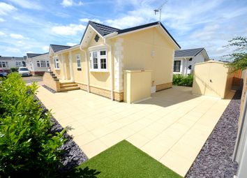 Thumbnail 2 bed mobile/park home for sale in Kingsmead Park, Coggeshall Road, Braintree