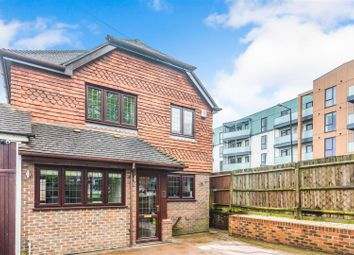 Thumbnail 3 bed link-detached house for sale in Oak Grove, West Wickham, Kent