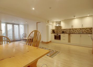 Thumbnail 2 bed flat to rent in Victoria Street, Cambridge
