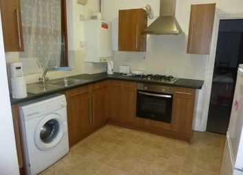 Thumbnail 1 bed terraced house to rent in Warwick Avenue, Bedford (Close To Town Centre)
