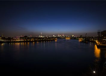 Thumbnail 2 bedroom flat for sale in Hanover House, 32 Westferry Circus