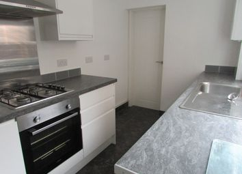 3 bed terraced house to rent in Frederick Street, Luton, Bedfordshire LU2