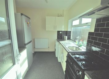 4 bed semi-detached house to rent in Dunspring Lane, Ilford IG5