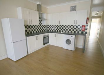 2 bed flat to rent in Quebec Road, Ilford IG2