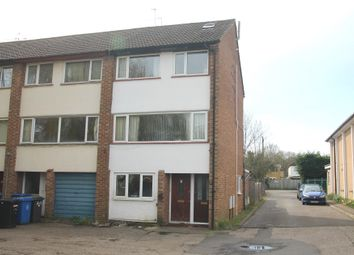 Thumbnail 3 bed flat to rent in Dedworth Road, Windsor