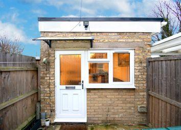 Thumbnail 1 bedroom property to rent in Kelvin Close, Cambridge