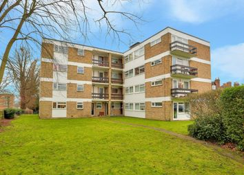 Thumbnail 2 bed flat to rent in Chiltern Court, Harpenden, Hertfordshire