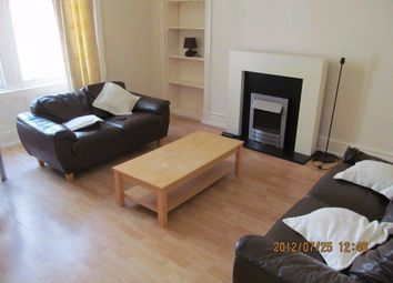 2 bed flat to rent in Forester Street, Dundee DD1