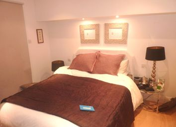 Thumbnail 2 bed flat to rent in Parliament Hill, London