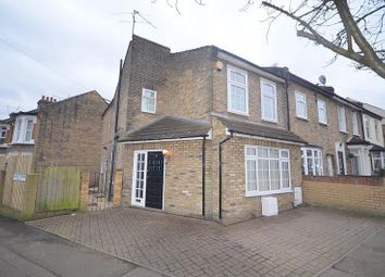 4 bed property to rent in Albert Road, London E18