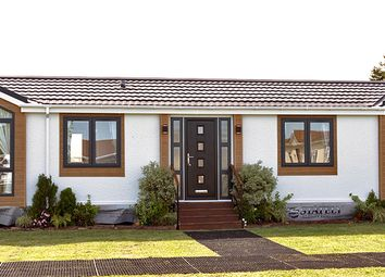 2 bed mobile/park home for sale in Hayes Country Park, Burnham Road, Battlesbridge SS11