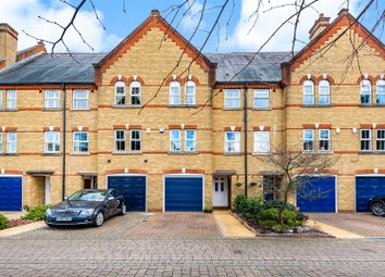 Silistria Close, Knaphill, Woking GU21. 3 bed town house for sale