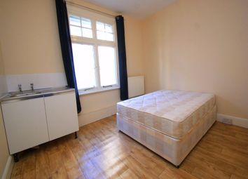 Thumbnail Room to rent in Yew Tree Road, Slough, Berkshire