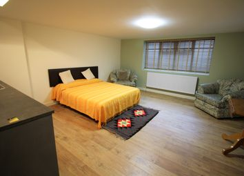 Thumbnail Studio to rent in The Avenue, Potters Bar