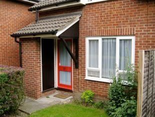 Thumbnail 1 bed maisonette to rent in Seymour Court, Crowthorne, Berkshire