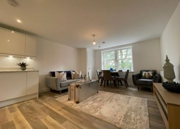 Amersham Road, High Wycombe HP13. 2 bed flat for sale