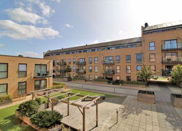 The Embankment, Nash Mills Wharf, Hemel Hempstead HP3. 2 bed flat