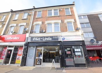 2 bed flat to rent in Romford Road, London E12